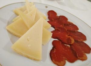 Spania Delice assiette fromage chèvre et lomo 1